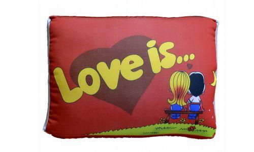 Декоративная подушка Love is... красный