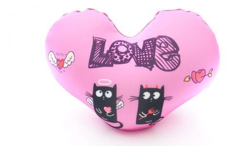 Декоративная подушка сердце Влюбленные кошки