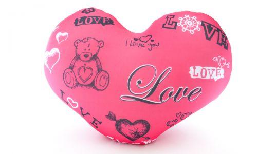 Декоративная подушка в форме сердца Мишка